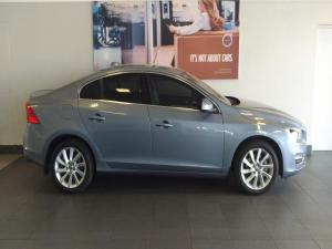 Volvo S60 T3 Momentum Geartronic - Image 2