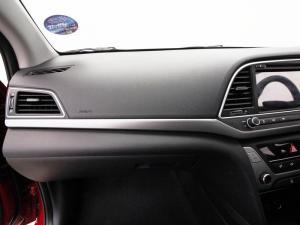 Hyundai Elantra 1.6 Executive automatic - Image 12