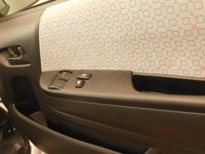Toyota Quantum 2.7 10 Seat - Image 21