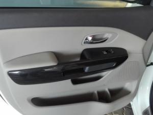 Kia Sedona 2.2D SX automatic - Image 22