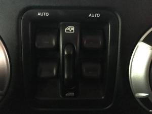 Jeep Wrangler Unlimited 3.6L Sahara - Image 12