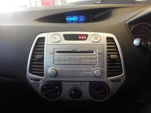 Hyundai i20 1.6 - Image 11