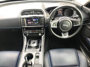 Jaguar XE 2.0 R-SPORT automatic - Image 4