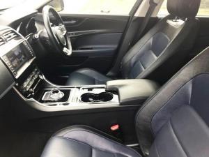 Jaguar XE 2.0 R-SPORT automatic - Image 9