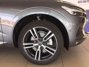 Volvo XC60 D5 Momentum Geartronic AWD - Image 3