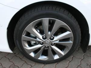 Toyota Auris 1.8 XR HSD - Image 8
