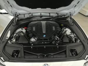 BMW 550i automatic - Image 13
