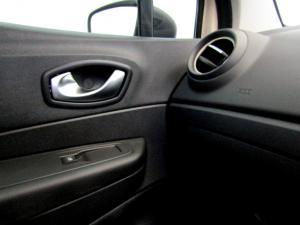 Renault Captur 900T Blaze 5-Door - Image 29