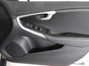 Volvo V40 Cross Country D4 Inscription - Image 13