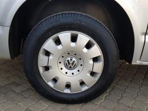 Volkswagen T5 Kombi 2.0 TDi Base - Image 17