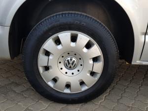 Volkswagen T5 Kombi 2.0 TDi Base - Image 40