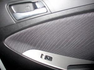 Hyundai Accent 1.6 GLS/FLUID - Image 20