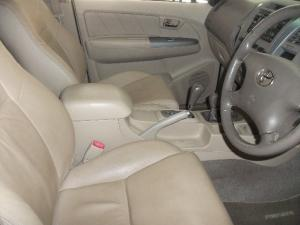 Toyota Fortuner V6 4.0 4x4 automatic - Image 7