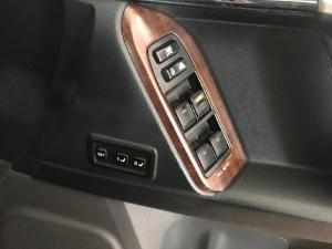Toyota Land Cruiser Prado 4.0 VX - Image 17