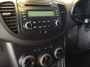 Hyundai i10 1.1 GLS/MOTION - Image 16
