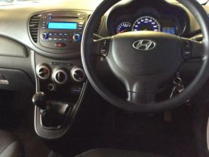 Hyundai i10 1.1 GLS/MOTION - Image 18
