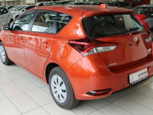 Toyota Auris 1.3 X - Image 10