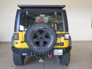 Jeep Wrangler Unlimited 3.8L Sahara - Image 3