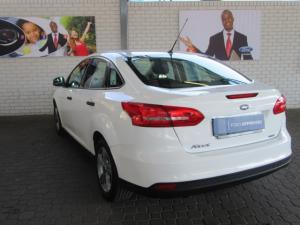 Ford Focus sedan 1.0T Ambiente - Image 4