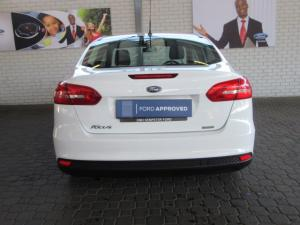 Ford Focus sedan 1.0T Ambiente - Image 5