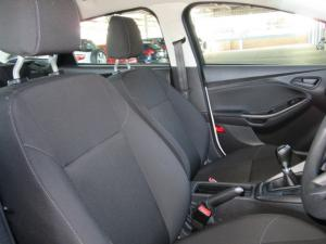 Ford Focus sedan 1.0T Ambiente - Image 8