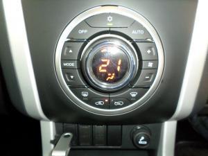 Isuzu MU-X 3.0D 4X4 automatic - Image 11