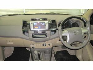Toyota Fortuner 3.0D-4D 4X4 automatic - Image 9