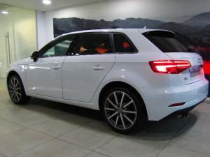 Audi A3 Sportback 2.0 TDI Stronic - Image 2