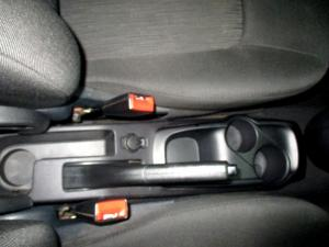 Hyundai i10 1.1 GLS/MOTION - Image 19