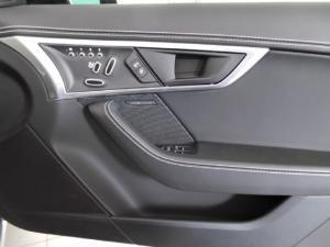 Jaguar F-Type R convertible - Image 13