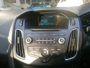Ford Focus sedan 1.0T Ambiente - Image 6