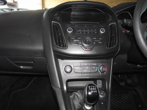 Ford Focus 1.5 Ecoboost Trend 5-Door - Image 11