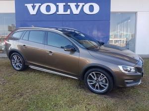 Volvo V60 CC D4 Momentum Geartronic AWD - Image 1