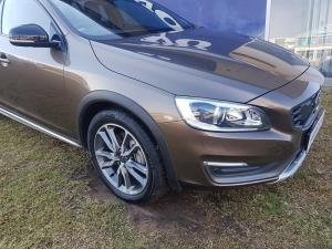 Volvo V60 CC D4 Momentum Geartronic AWD - Image 2