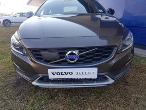 Volvo V60 CC D4 Momentum Geartronic AWD - Image 3