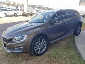 Volvo V60 CC D4 Momentum Geartronic AWD - Image 4