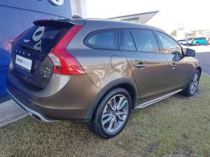 Volvo V60 CC D4 Momentum Geartronic AWD - Image 5