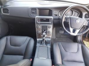 Volvo V60 CC D4 Momentum Geartronic AWD - Image 7