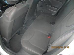 Renault Clio IV 900 T Expression 5-Door - Image 10