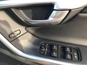Volvo XC60 D4 R- Design Geartronic - Image 13