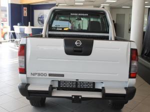Nissan Hardbody NP300 2.4i HI-RIDERD/C - Image 7