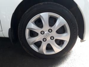 Hyundai i10 1.1 GLS/MOTION - Image 9