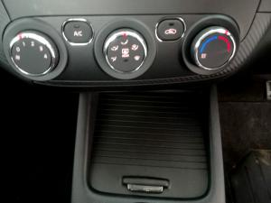 Kia Cerato 2.0 EX automatic 5-Door - Image 12