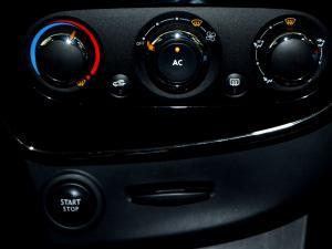 Renault Clio IV 900 T Expression 5-Door - Image 27