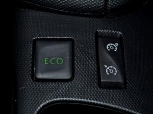 Renault Clio IV 900 T Expression 5-Door - Image 30