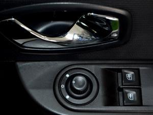 Renault Clio IV 900 T Expression 5-Door - Image 31