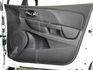 Renault Clio IV 900 T Expression 5-Door - Image 32