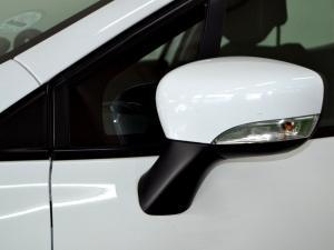Renault Clio IV 900 T Expression 5-Door - Image 35