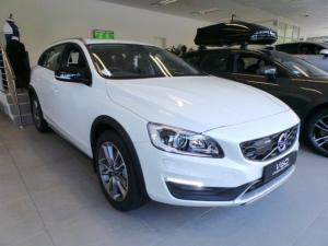 Volvo V60 Cross Country D4 AWD Momentum - Image 1