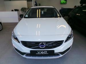Volvo V60 Cross Country D4 AWD Momentum - Image 2